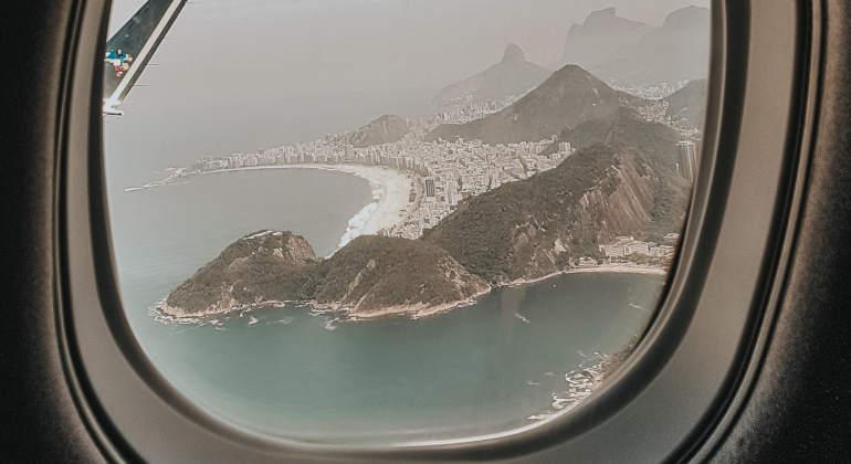 visualizando o rio de janeiro pela janela do avião